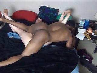 Негр предложил толстухе экстремальный секс с его крутым фаллосом