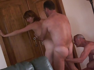 Трое секс муж жена парень порно онлайн